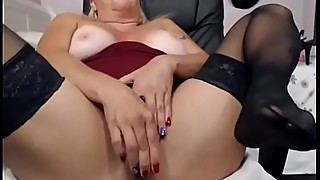 Milf lady on the cam