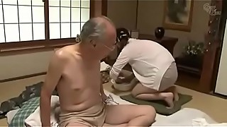 A wonderful wife is taking care of the old father-in-law, he lost his mind to the whole view: http://bit.ly/2lipwwm