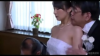 Asian woman puts on the clothes in front of her husband - remilf.com