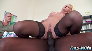 Woman-red side pussy railed by a big black cock