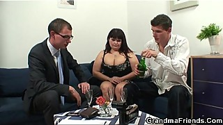 Huge tits whore fell in 3some